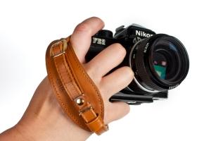 Что нужно знать о кистевом ремне для фотоаппарата